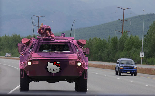 hello-kitty-amoured-personnel-carrier.jp