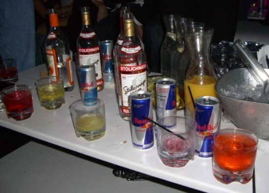 Study: mixing alcohol and energy drinks  encourages binge drinking