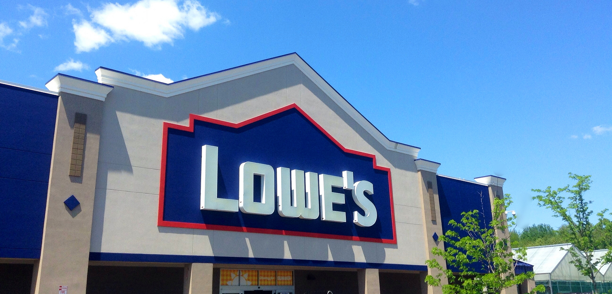 Lowe's holiday hours and schedule