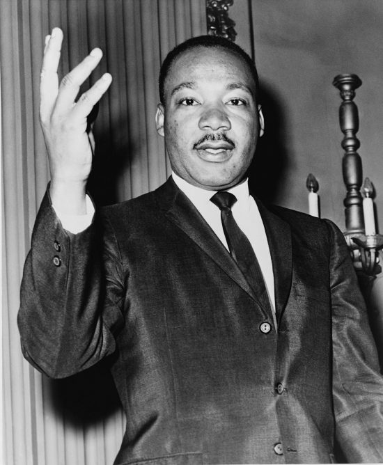 adalah pasar saham terbuka pada Hari MLK