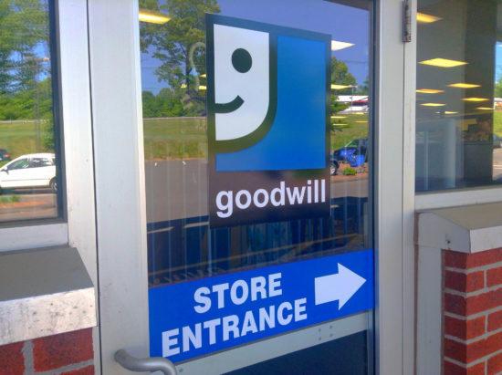 is goodwill open on sundays